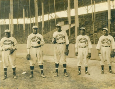 """1934 Chicago American Giants pitching staff led by Bill Foster and Malvin """"Put"""" Powell"""