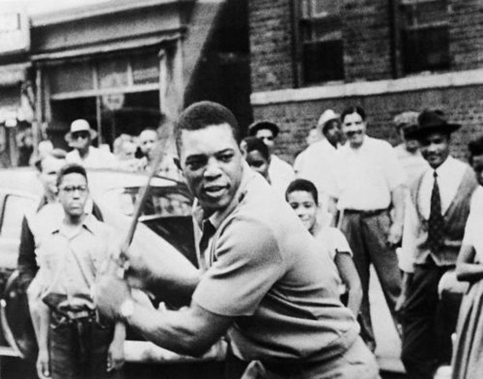Willie Mays Makes an Incredible Catch!