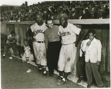 Great Photo of Jackie Robinson and Larry Doby!